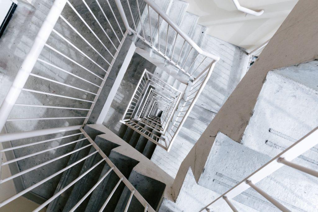 monte escalier interminable
