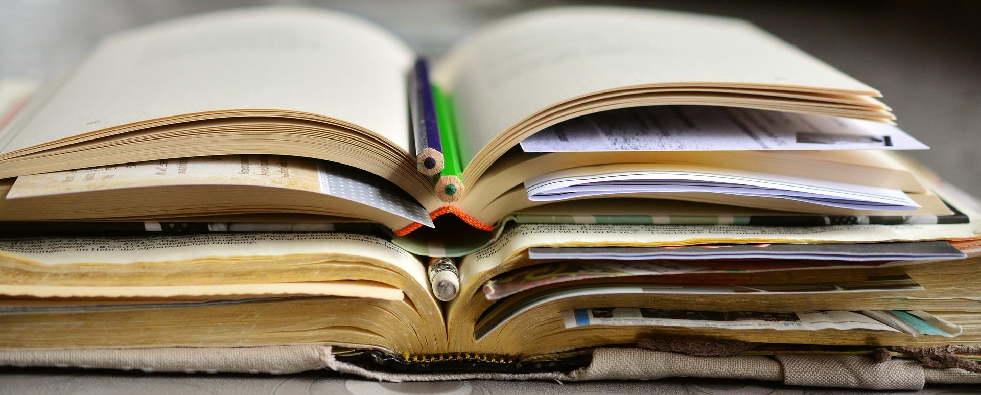 Ecriture narrative livres crayons