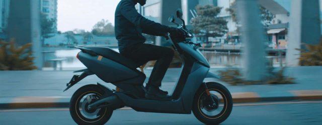 scooter électrique en mouvement